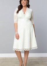 Белое платье для полных, скрывающее живот