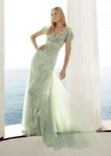 Светло-зеленое платье для блондинки