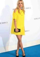 Желтое платье для светлоглазой блондинки