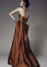 Оранжево-коричневое платье