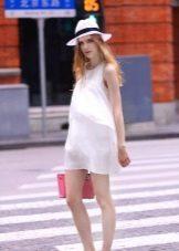 Короткое А-образное платье для беременных