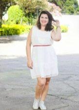 Белое короткое платье на полную женщину невысокого роста