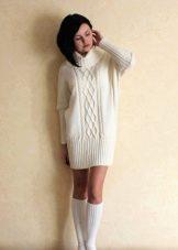 Теплое короткое молочное платье
