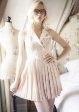 Короткое молочное платье