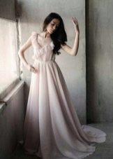 Длинное молочное платье с розовым оттенком
