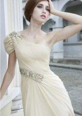 Платье молочного цвета для брюнетки
