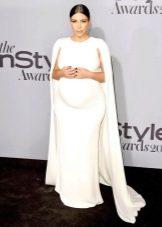 Праздничное белое платье со шлейфом для беременных