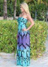 Длинное платье цаоново-фиолетового цвета с черным узором