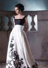 Пышное платье с темным верхом