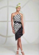 Короткое двухцветное платье с диагональными полосами