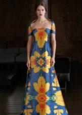 Синее платье с желтым принтом