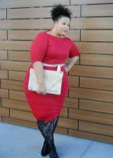 """Красное платье-футляр для очень полных женщин с фигурой """"яблоко"""""""