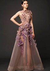 Вечернее платье из органзы и объемных цветов