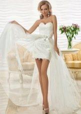 Свадебное платье со шлейфом из органзы