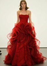 Красное платье из органзы в пол от Веры Вонг