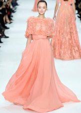 Персиковое платье с коротким рукавом