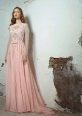 Персиковое платье кружевное в пол