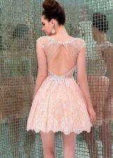 Персиковое платье кружевное короткое