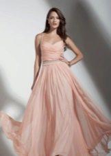 Персиковое платье в пол на бретелях