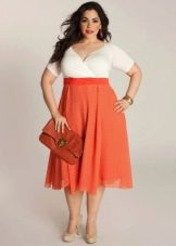 Платье для полных с завышенной талией - белый верх и оранжевый низ