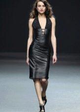 Платье в стиле рок из кожи футляр