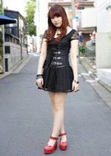 Платье в стиле хард рок с кожаным корсетом