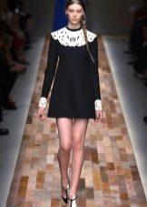 Платье А-силуэта с кружевным воротником
