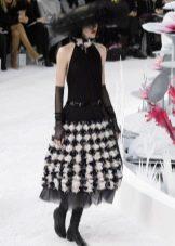 Платье от Шанель с черно-белой юбкой