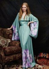 Мятное платье с фиолетовыми цветами