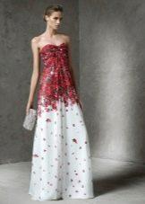 Белое платье с красным цветочным принтом