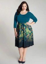 Платье с цветочным принтом на юбке для полных