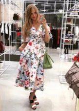 Платье с цветочным принтом миди с розами