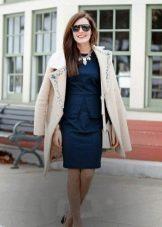Пальто к строгому платью для деловых встреч