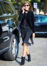 Черный жакет к черному платью в деловом стиле
