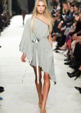Короткое платье в греческом стиле