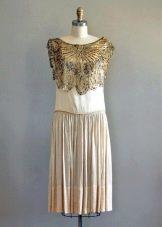 Винтажное платье с золотым украшением