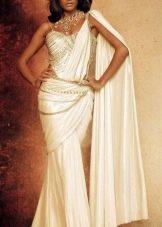 Платье сари в восточном стиле с множеством украшений