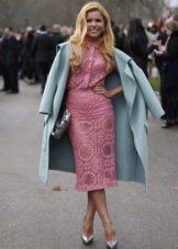 Кружевное розовое платье миди