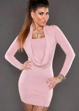 Вязаное розовое платье трикотажное