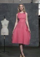 розовое платье длины миди