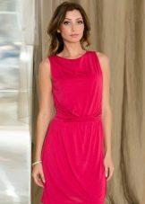Платье малинового цвета