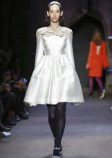 белое шелковое платье пышное