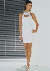 Белое короткое шелковое платье