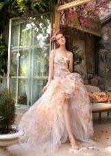 Красивое свадебное платье с цветочным принтом