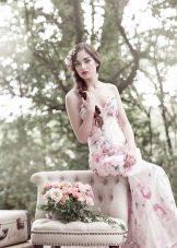 Романтичное свадебное платье с цветочным принтом