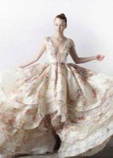 Свадебное платье с декольте и цветочным принтом