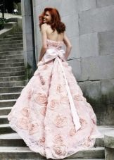 Свадебное розовое платье с цветами в тон