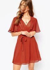Короткое шифоновое платье терракотового цвета