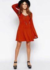 Короткое терракотовое платье