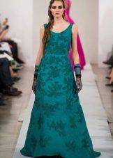 Зеленое платье с вышивкой